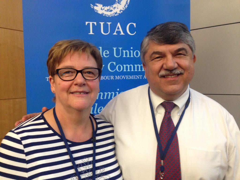 YS-leder Jorunn Berland sammen med Richard Trumka, leder i TUAC og AFLCIO (USA). Foto: Frode Sandberg