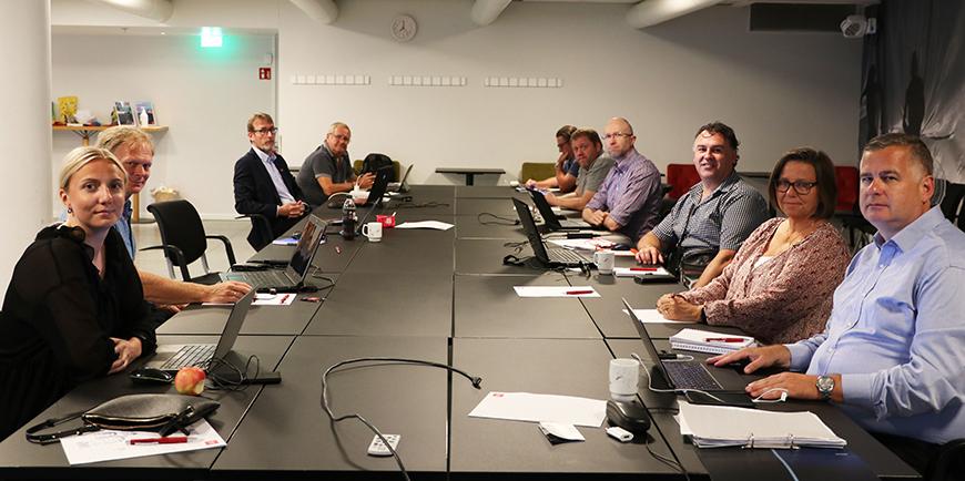 Fra venstre: Tonje Krakeli Sneen (forhandler i Parat), Einar Ove Hukset (klubbleder for Parat i Siemens AS Avd Energy Management Parat), Hogne Hole (hovedtillitsvalg SAFE Bilfinger), Roy Aleksandersen (nestleder i SAFE), Christoffer Navlesaker, sektoransvarlig i YS Privat, Christian Jørgensen, (hovedtillitsvalgt SAFE Beerenberg) Ole Melsom (tillitsvalgt Autronica Fire And Security AS Hovedkontor), Frode Roberto Rettore (Hovedtillitsvalgt Isonor Industrier AS Avd Offshore Sola), Turid Svendsen (forhandlingssjef i Parat) og Parats forhandlingsleder, Kjell Morten Aune. Foto: Helene Husebø/Parat