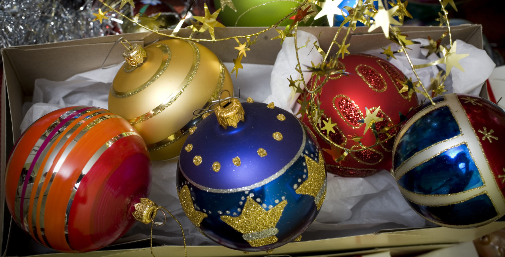 Christmas Decoration,  Close-Up Of Christmas Tree Balls  (Julpynt,  julgranskulor,  närbild)